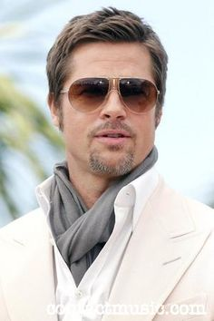 News about Jennifer Aniston having affair with Brad Pitt is fake Brad Pitt Haarschnitt, Brad Pitt Photos, Brad Pitt Haircut, Ascot Style, Actor Picture, Richard Gere, Camille, Fight Club, Attractive Men