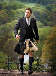 Tartan kilt by Lochcarron of Scotland, one of the mills located in the Scottish Border country Scottish Man, Scottish Tartans, Scottish Dress, Scottish Fashion, Flick Flack, Style Anglais, Tartan Kilt, Tartan Men, Gown Suit