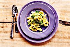 Pasta mit Bärlauch und grünem Spargel Leichte vegetarisch-vegane Sommerpasta! Mit frischem Bärlauch, Frühlingszwiebeln und Streifen vom grünen Spargel.