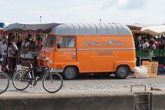 estafette de la pâtisserie Mousnier, port joinville, ile d'yeu, bullelodie