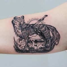 This represents the importance of the traditional founding of Rome. It is a tattoo representation of the capitaline wolf with Romulus and Remus. When they washed up at the foot of the Palatine hill, the she wolf suckled them. M Tattoos, Black Ink Tattoos, Line Tattoos, Animal Tattoos, Tattoo Black, Wolf Print Tattoo, Lechuza Tattoo, Wolf Tattoo Traditional, Folklore