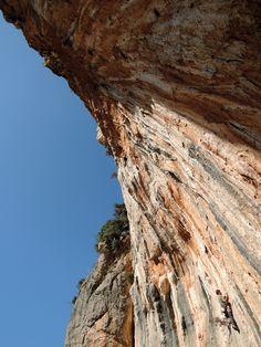 Klettern in Leonidio und Kyparissi, Peloponnes, Griechenland *** Wiedererwachen in einen Traum aus Farben Climbing, Greece, Travel Advice, Island, Viajes, Colors, Photo Illustration, Greece Country, Rock Climbing