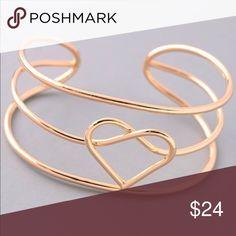 🦋🦋NEW🦋🦋Dainty Heart Bracelet Super cute Dainty Heart ❤️ Bracelet in gold. Jewelry Bracelets