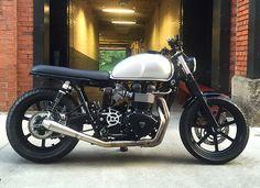 http://www.bonnefication.com/black-cloud-motorcycles-1-09-bonneville/