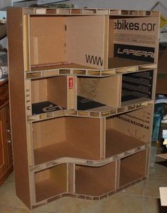 Best 12 Inspiring innovations that we are fond of! /// Cardboard boxes … Building your own furniture using old boxes. \\\ :-) Big Smile 😃 Nana in OK usa 🌻 Diy Cardboard Furniture, Cardboard Storage, Cardboard Box Crafts, Paper Furniture, Cardboard Paper, Retro Furniture, Diy Storage, Furniture Dolly, Barbie Furniture