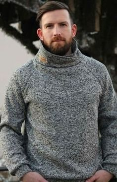 Loose-fitting raglan pullover with hood, stand-up collar, loop collar or simple cuffs - Sewing instr Sewing Men, Love Sewing, Sewing Clothes, Diy Clothes, Crochet Pullover Pattern, Knitting Patterns, Sewing Patterns, Crochet Patterns, Raglan Pullover