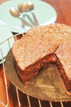 Gâteau au chocolat extra fondant (la meilleure recette) - Olivia Pâtisse Chocolate Lovers, Chocolate Cake, Baking Recipes, Cake Recipes, Sweet Pie, Easy Desserts, Love Food, Cupcake Cakes, Caramel