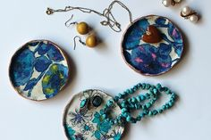 Use up fabric scraps by making this diy fabric decoupage dishes from sew diy.