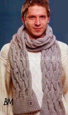 Светлый свитер и шарф с косами
