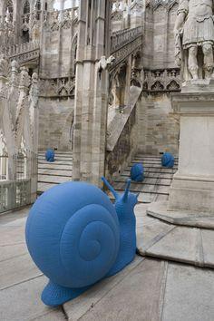 super cool snail sculpture public art Installation to raise funds for the Duomo di Milano, by Cracking Art Group Land Art, Cavalier Bleu, Modern Art, Contemporary Art, Art Public, Art Et Architecture, Street Art, Instalation Art, Urbane Kunst