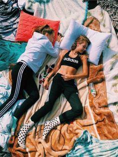 ☆ p i n t e r e s t ☆ matilde_alagoa - Esmay van Overveld - Cute Friend Pictures, Best Friend Pictures, Cute Photos, Bff Pics, Friend Pics, Summer Vibe, Summer Goals, Fun Sleepover Ideas, Best Friend Photography