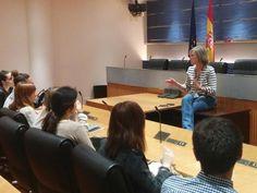 María Rey, corresponsal parlamentaria de Antena 3 en el Congreso de los Diputados, aconseja y charla con los alumnos de Tracor.