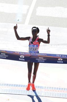 """New York City Marathon 2016, 6 novembre. Mary Keitany (1982), 2h 24' 26""""."""