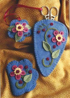 Primitive Folk Art Wool Applique Pattern:  CORAL BLOSSOMS NEEDLEWORK Set
