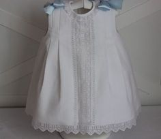 como hacer faldones de bebe patrones - Buscar con Google Cute Outfits For Kids, Toddler Outfits, Little Girl Dresses, Girls Dresses, Smocked Baby Dresses, Baby Couture, Smocks, Heirloom Sewing, Christening Gowns