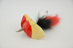 South Bend Whirl Oreno Lure - http://www.finandflame.com/south-bend-whirl-oreno-lure/ - #Antiquelure, #Fishing, #Musky, #Oreno, #Southbend - South Bend Whirl Oreno The South Bend Whirl Oreno lure is a series number 935. This antique lure was first produced in 1929 – 1933 on its first production run, and 1938 to 1940 on its second short lived production run. The antique lure had no eyes and is 3″ in width with a trailing...