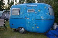 Cute Boler trailer right behind mine by karen.dann, via Flickr Rv Travel Trailers, Tiny Trailers, Vintage Travel Trailers, Camper Trailers, Scamp Trailer, Little Trailer, Sky Trailer, Vintage Caravans, Vintage Campers