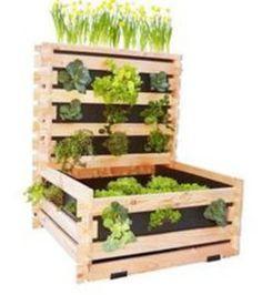 Paletten für einen Gemüsegarten auf dem Balkon.