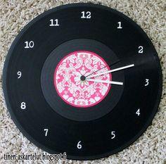 Erilaisia askarteluja esittelevä blogi Vinyl Record Clock, Vinyl Records, Wood Work, Clocks, How To Make, Kids, Crafts, Young Children, Manualidades