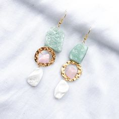 Long statement earrings with pearls Green Earrings, Statement Earrings, Pearl Earrings, Drop Earrings, Golden Ring, Green Aventurine, Gold Pearl, Cute Pink, Hooks