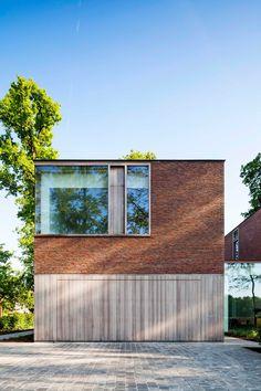 Serene hout- en wittinten, extra grote ramen met diepe kozijnen om zo dicht mogelijk bij de natuur te zijn