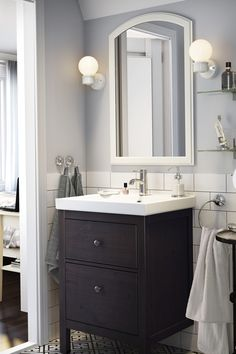 The right vanity lighting can make you feel even better when you look in the mirror. Find IKEA tips & ideas to brighten up your bathroom in Your Stress-Free Organization Guide!