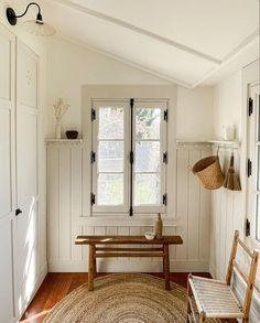 Home Renovation, Bungalow, Rooms For Rent, Cottage Homes, Cozy House, Home Decor Inspiration, Mudroom, Porches, Decoration