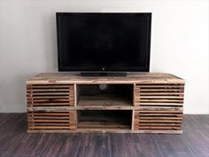 DIY Pallet Slatted Media Console Table | 101 Pallets