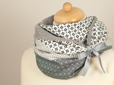 Loop scarf in grey for the cold days of winter -  http://zweimalB.dawanda.com