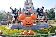 Look at this Halloween decor at Tokyo Disneyland.  I LOVE the Haunted Mansion & Lonesome Ghosts incorporated into the display.