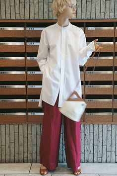 Simple Style, My Style, Gisele, White Shirts, Room Ideas Bedroom, Spring Outfits, Chef Jackets, Casual Outfits, Bell Sleeve Top