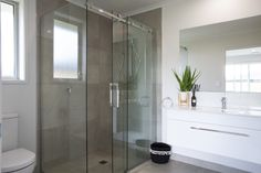 A frameless glass sliding shower door is both stylish and functional. Framed Shower Door, Frameless Sliding Shower Doors, Home Design Diy, House Design, Bathroom Fixtures, Bathrooms, 4 Bedroom House Plans, Home Staging, Contemporary Design