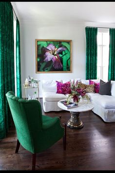 Emerald green living room ideas white and emerald living room with art space decor home interior design elegant emerald green sofa living room ideas Living Room Green, Living Room Decor, Living Room Designs, Home Interior, Interior Design, Decoration Bedroom, Home Fashion, Hippie Fashion, Room Inspiration