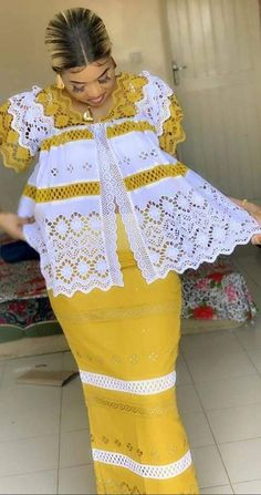 Latest African Fashion Dresses, African Print Dresses, African Dresses For Women, African Print Fashion, African Attire, African Fashion Traditional, Luxury Shoes, African Hair Braiding, African Outfits
