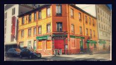 #Cuisine canaille, le #restaurant Daniel & Denise fait partie de l'association des #Bouchons Lyonnais créée en 2012. Dirigé par le chef Joseph Viola afin de sauvegarder et pérenniser cette tradition culinaire lyonnaise, ce lieu est une ancienne boucherie, devenue magasin de choucroute avant d'être un bouchon typique de #Lyon qui rappelle la cuisine des Mères Lyonnaises #numelyo #color #orange #couleur #gastronomie
