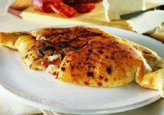 500 gr di farina 00, 1 panetto di lievito per pane, sale grosso, 400 gr di mozzarella o pasta filante, 300 gr di passata di pomodoro, origano qb, olio extravergine qb, basilico fresco.