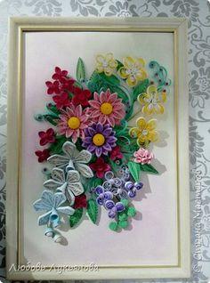 Картина панно рисунок Поделка изделие 8 марта Квиллинг Цветочная композиция и корзинки Бумажные полосы Ленты Мыло фото 2