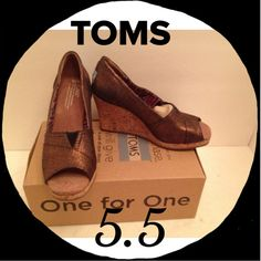 this is a great pair if Toms wedges in copper azar. They are a 5.5