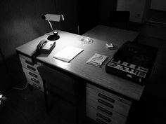 ...das ihm angst und bange, das ihm höllenheiß wird. Hard Photo, Mysterious Places, Angst, Corner Desk, Paper, Furniture, Home Decor, Corner Table, Interior Design