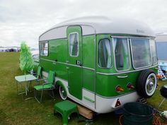 Vintage Travel Trailers, Vintage Campers, Remodled Campers, Winter Camping Gear, Retro Home, Caravans, Tiny Houses, Vehicles, Small Homes