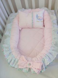O ninho redutor de berço, foi desenvolvido pensando no aconchego do bebê deixando ele com a sensação de segurança como se estivesse no útero da mamãe, garante um sono tranquilo desde os primeiros dias de vida. Pode ser usado no berço, e se for dormir fora é indispensável, pois nele o bebê reconh...