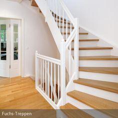 Der spannende Kontrast von Holz und weißem Lack verleiht der großzügig angelegten Treppe MERAN unerwartete Leichtigkeit und unterstreicht ihr zeitlos…