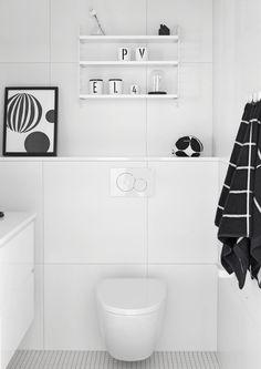 5 Modern Small Bathroom Trends for 2020 Bathroom Spa, Bathroom Toilets, Bathroom Renos, Laundry In Bathroom, White Bathroom, Bathroom Interior, Tiny Bath, Modern Sink, Bathroom Design Small
