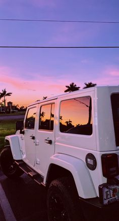 My own desire for Jeeps began when I'm in high school graduation, noisy . Beach Aesthetic, Summer Aesthetic, Aesthetic Photo, Pink Aesthetic, Aesthetic Pictures, Aesthetic Vintage, Aesthetic Women, Travel Aesthetic, Aesthetic Clothes