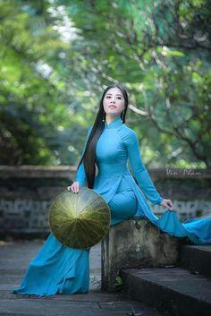 Vietnamese Traditional Dress, Vietnamese Dress, Traditional Fashion, Traditional Dresses, Beautiful Asian Girls, Beautiful Women, Vietnam Girl, Asian Babies, Ao Dai