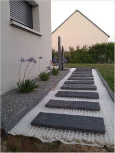 80 Affordable Garden Path and Walkway Design for Your Fantastic Garden # . 80 Affordable garden path and walkway design for your fantastic garden # front garden 80 Affordable garden path and walk. Garden Stones, Garden Paths, Walkway Garden, Balcony Garden, Front Garden Path, Side Walkway, Garden Path Lighting, Front Yard Walkway, Front Path