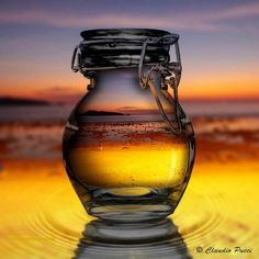 Scenic Photography, Image Photography, Water Images, Through The Looking Glass, Amazing Pics, Pucci, Beautiful Sunset, Crystal Ball, Ciel