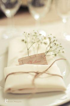 Ronde par cyane event design ainsi que le plan de table inspiring ideas for Wedding Napkins, Wedding Table, Rustic Wedding, Show Plates, Event Planning Template, Wedding Decorations, Table Decorations, Wedding Place Cards, Event Design