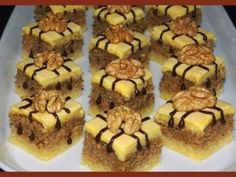 Myslíme si, že by sa vám mohli páčiť tieto piny - sbel Mini Desserts, Sweet Desserts, Sweet Recipes, Bread Dough Recipe, Sweet Bar, Czech Recipes, Sweet Pastries, Food Humor, Something Sweet