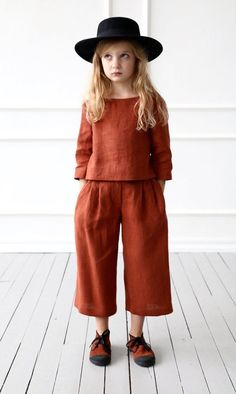 Linen culottes for girl/OFFON CLOTHING - The most beautiful children's fashion products Fashion Kids, Little Girl Fashion, Fashion Shoes, Tween Mode, Linen Blouse, Linen Pants, Kid Styles, Kids Wear, Children Wear